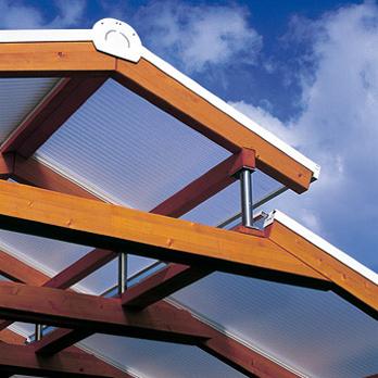 Witterungsbeständige Plexiglas-Stegplatten auf Carport