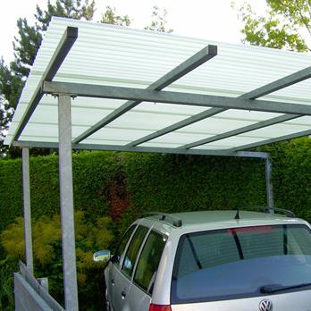 Carport aus verzinktem Stahl mit HeatStop Plexiglas